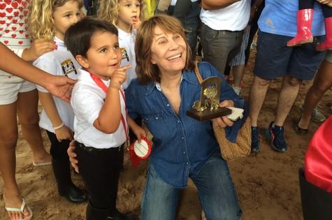 Renata Sorrah e o neto Miguel (Foto: Divulgação)