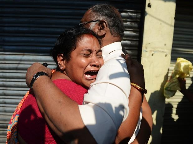 Acidente de ônibus na Índia mata dezenas (Foto: Noah Seelam/AFP)