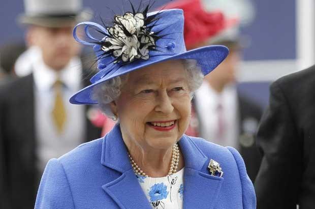 Rainha Elizabeth II na chegada a Epsom Derby. (Foto: Sang Tan/AP)