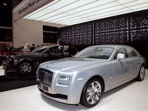 Rolls-Royce mostra opções de pesonalização de seus modelos, como o Phantom. (Foto: AFP)