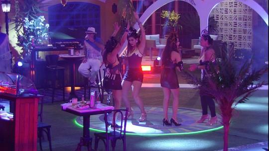 Emilly, Ieda, Vivian e Marinalva dançam 'Chorando Se Foi'
