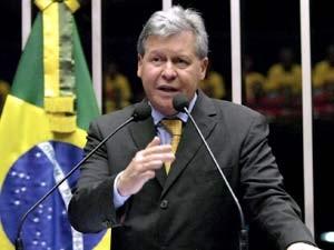 O senador Arthur Virgílio (PSDB-AM) em  sessão plenária nesta terça-feira (18) (Foto: Geraldo Magela/Ag. Senado)