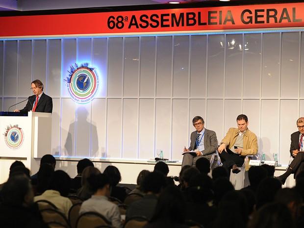 Painel com executivos de mídia discutiu neste domingo o futuro do jornalismo (Foto: Raul Zito)
