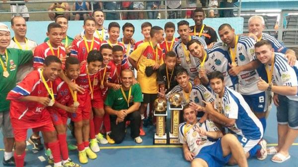 Times vencedores se reunem para comemorar o título de campões dos campeões (Foto: Gustavo Garcia)