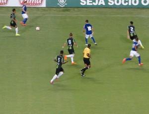 América -MG x Cruzeiro - lance de jogo (Foto: Fernando Martins )