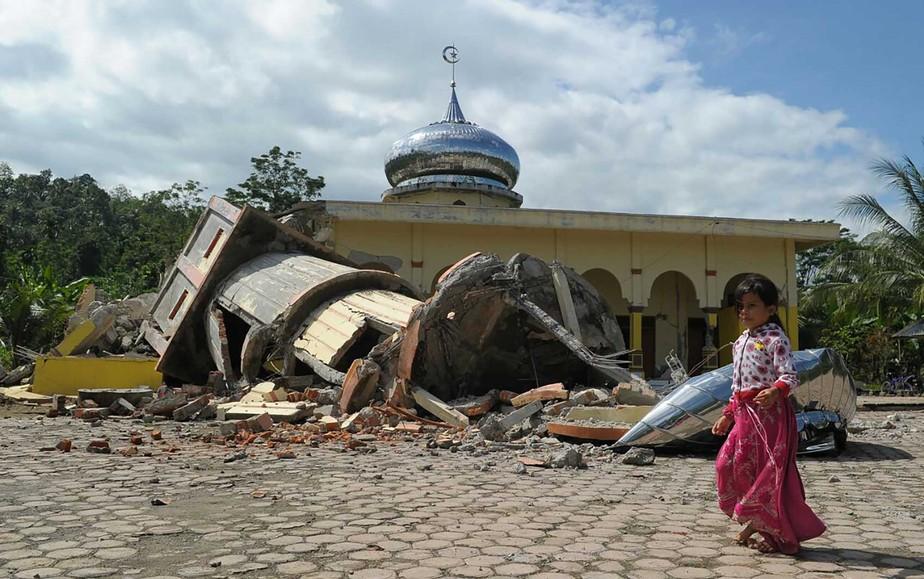 Terremoto deixa mais de 90 mortos na Indonésia