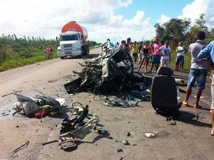 Acidente na BR-110, região de Inhambupe, na Bahia (Foto: Polícia Rodoviária Federal (PRF)/Divulgação)