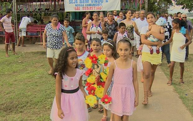 Fiéis fazem procissão para celebrar o dia de São Sebastião (Foto: Bom Dia Amazônia)