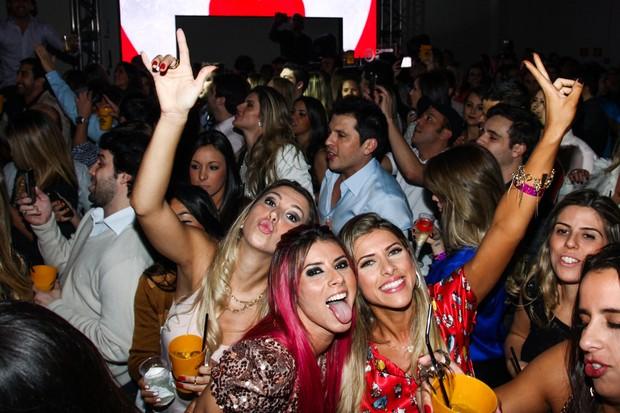 Ana Paula Minerato, Thais Bianca, Mirella Santos e Ceara curtem show (Foto: Manuela Scarpa e Marcos Ribas/Foto Rio News)