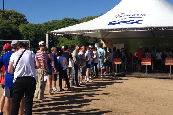 Pessoas aproveitaram o evento que comemora os 10 anos de programa para fazer exames e conferir como anda a saúde (Foto: Regina Albrecht/RBS TV)