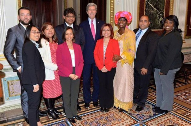 Na Casa Branca, junto ao Conselho Consultivo sobre Tráfico Humano, e o secretário John Kerry (Foto: Shandra Woworuntu)