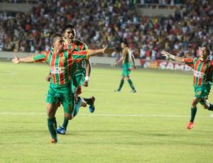 Sampaio comemora gols sobre o Vilhena (Foto: Diego Chaves/O Estado)