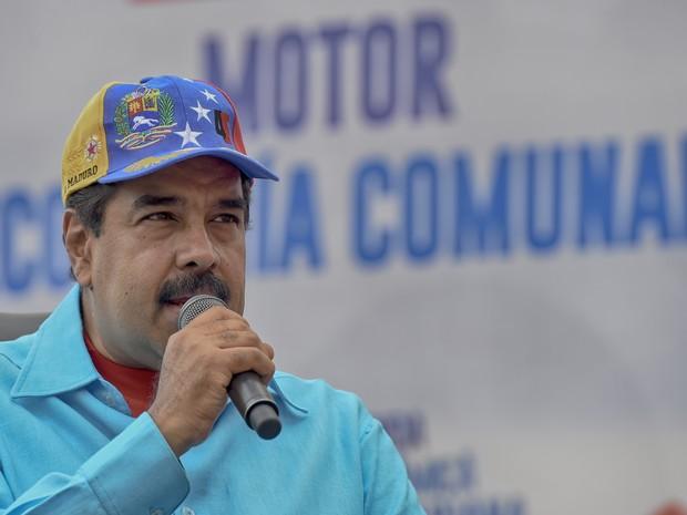 Nicolás Maduro discursa em comício no centro de Caracas neste sábado (14) (Foto: Juan Barreto/AFP)