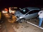 Motorista tenta desviar de cachorro, atinge carro e mulher morre em Araxá