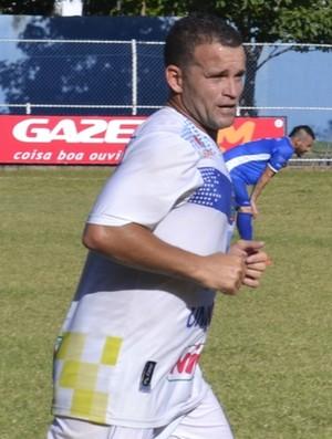 Paulinho Pimentel, o 'Rooney Capixaba', atacante do Linhares (Foto: Richard Pinheiro/Globoesporte.com)