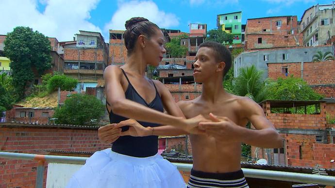 Ticiana Pereira e Eduardo Neto: projeto destaca artistas de Sussuarana (Foto: TV Bahia)