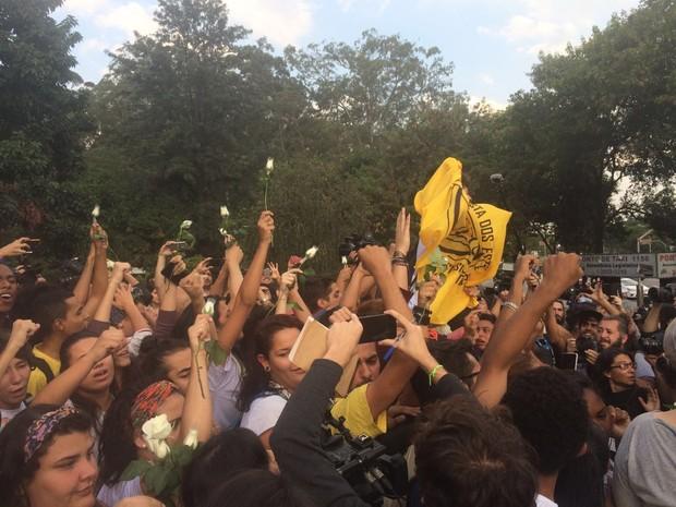 Estudantes deixam Alesp em São Paulo (Foto: Lívia Machado/G1)