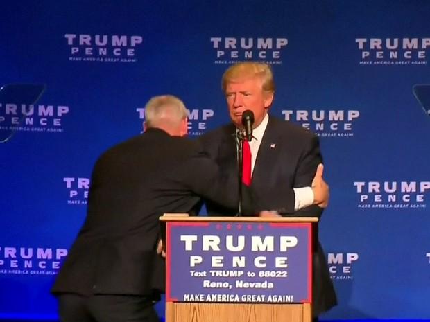 GNews - Serviço Secreto dos EUA tira Trump de comício após alarme falso (Foto: Reprodução/GloboNews)