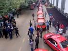 Taxistas de Porto Alegre protestam contra regularização do Uber