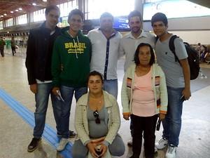 Família de Marcos no aeroporto durante o embarque para a Rússia (Foto: Marcos Vinícius de Freitas/ Arquivo Pessoal)