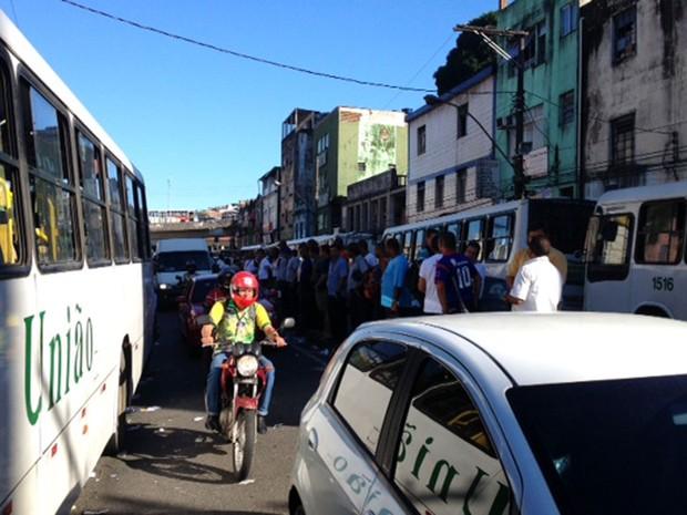 Rodoviários se concentram no Aquidabã, em Salvador (Foto: Ruan Melo/G1)
