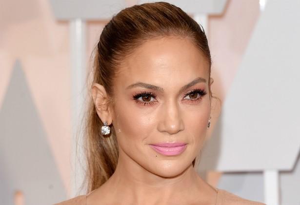 """Um ex-empregado de Jennifer Lopez revelou em 2010 que ela exigia muito trabalho de seus assistentes, mas lhes remunerava com só metade da média salarial. Os funcionários chegaram a apelidar J.Lo de """"pay-low"""", algo como """"paga pouco"""". (Foto: Getty Images)"""