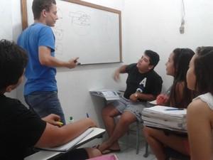 Márcio Camurça dá aulas para o Enem (Foto: Márcio Camurça/Arquivo Pessoal))