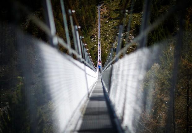 A largura da ponte Charles Kuonen é de pouco menos de 65 centímetros (Foto: Zermatt-Matterhorn)