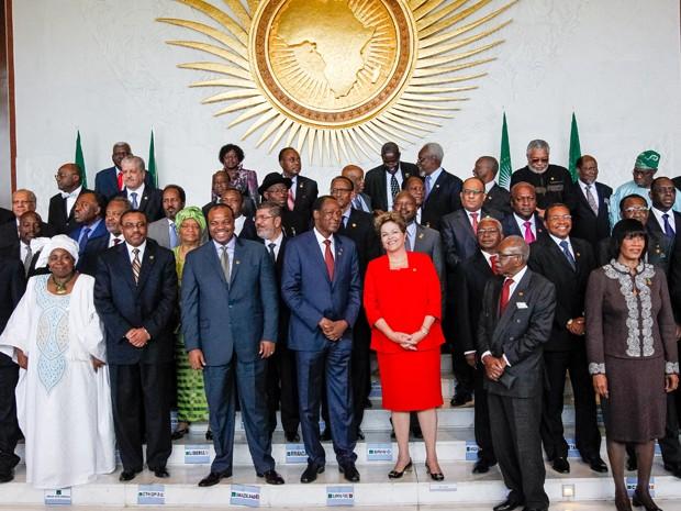Fotografia oficial dos chefes de estado e de governo nos 50 anos da Organização da Unidade Africana (Foto: Roberto Stuckert Filho/PR)