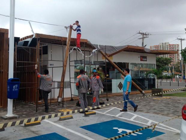 Reparo em lona será realizado por empresa responsável pela obra (Foto: Natally Acioli/ G1 BA)
