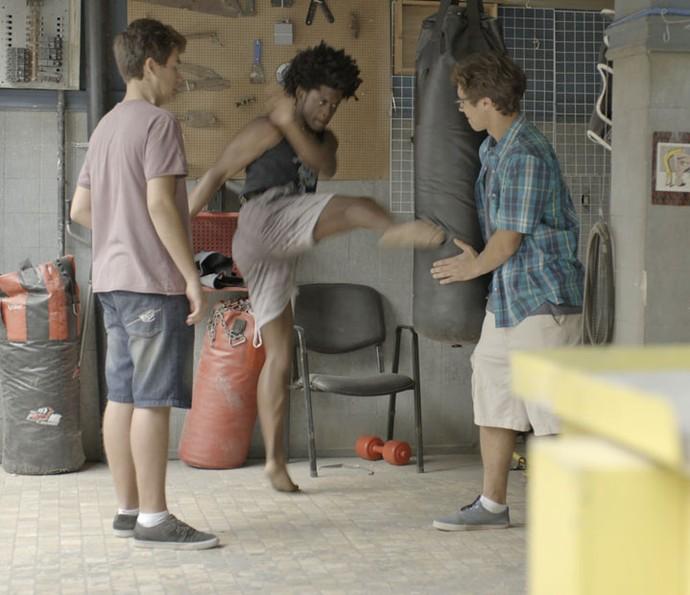Beto treina com Artur e Filipe  (Foto: TV Globo)