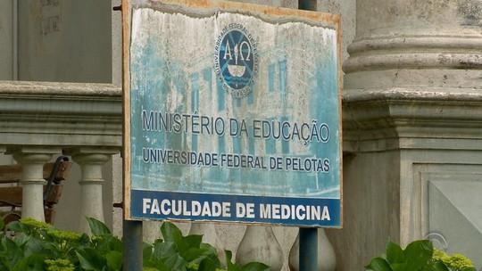 Federal de Pelotas desliga 24 alunos de medicina por fraude em cotas