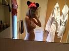 Tallulah Willis posa nua em frente ao espelho e posta foto em rede social