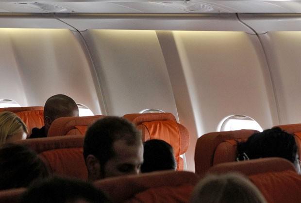 Foto mostra assento vazio que seria ocupado por Edward Snowden em voo de Moscou para Havana nesta segunda-feira (24). Assento foi ocupado por outro passageiro e Snowden não foi visto no voo (Foto: Maxim Shemetov/Reuters)