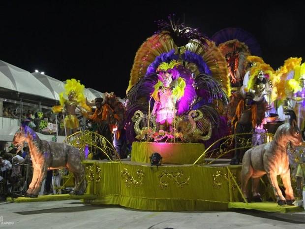 Favela do Samba homenageou o Teatro Arthur Azevedo no carnaval de 2017 (Foto: Djalma Raposo / Divulgação)