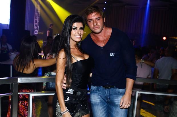 Thor Batista com a namorada, Paola Leça (Foto: Raphael Mesquita/Divulgação)