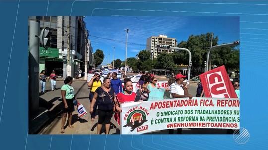 Grupo faz protesto contra a reforma da Previdência no oeste da Bahia