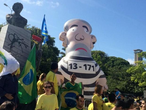 Boneco que representa o ex-presidente Lula foi montado em Natal (Foto: Renato Vasconcelos/G1)