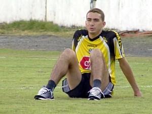 O ex-jogador Piá, em treinamento no Moisés Lucarelli, quando atuava pela Ponte Preta (Foto: Reprodução / EPTV)