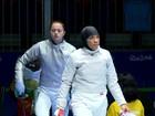 Esgrimista luta com véu islâmico pela 1ª vez na história de equipes dos EUA
