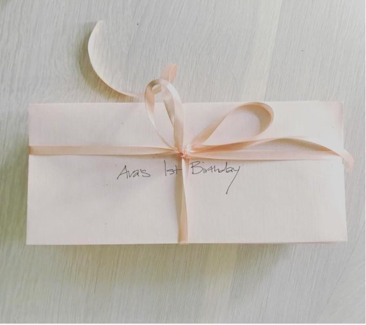Imagem compartilhada por Ava das cartas escritas pela mãe (Foto: Instagram)