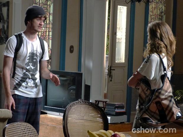 Sidney diz que a loira o quer, mas não admite (Foto: Malhação / TV Globo)