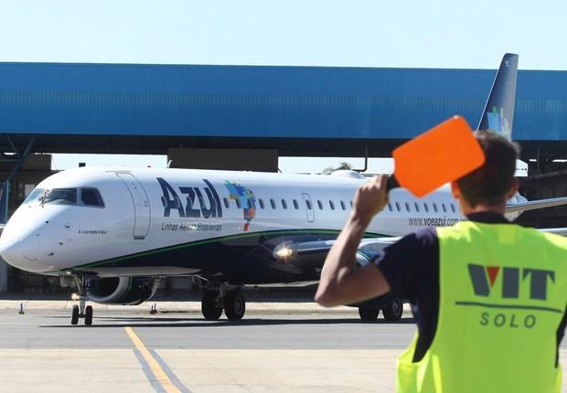 Azul terá 2 classes tarifárias e desconto a quem não despachar bagagem