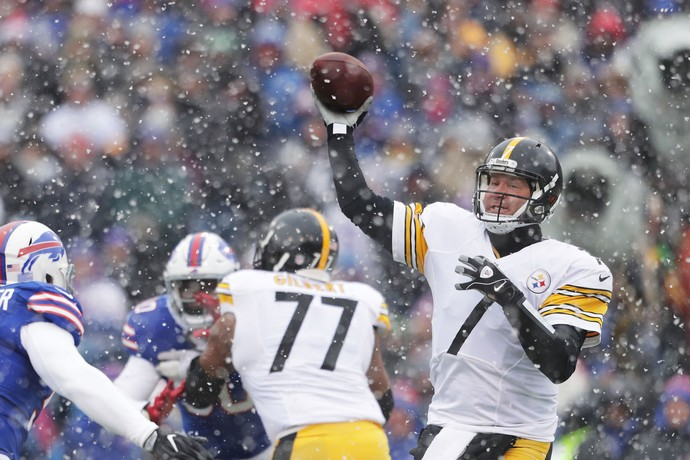Pittsburg Steelers jogaram contra o Bufalo Bills (Foto:  Brett Carlsen / Stringer)