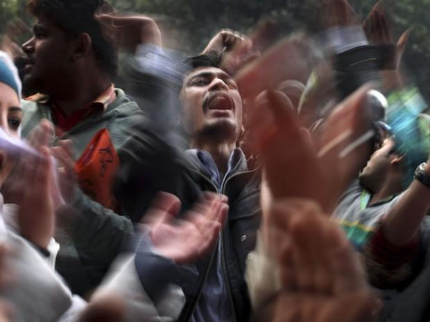 Manifestantes protestam em Nova Délhi após o estupro coletivo de uma jovem indiana em um ônibus em movimento. O caso tem gerado revolta no país. (Foto: Altaf Qadri/AP)