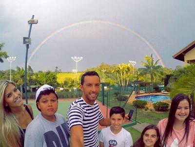 Nenê, do Vasco, mostra que está aproveitando as férias nas redes sociais (Foto: Reprodução Facebook)