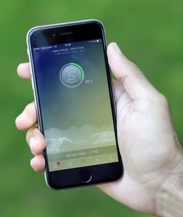 Especialistas afirmam que há duas boas razões para desligar o celular de tempos em tempos (Foto: Paul Hackett/Reuters)