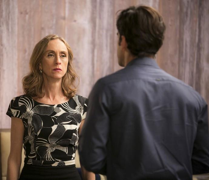 Após conhecer Shirlei, Vitória pede para Felipe levá-la embora (Foto: Raphael Dias/Gshow)