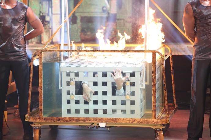 Bruno escapou de uma caixa submersa em água com fogo na superfície (Foto: Carol Caminha/Gshow)