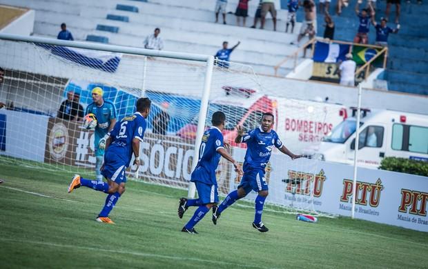 Da Silva fez um dos gols da vitória por 3 a 0 do Confiança contra o Fortaleza (Foto: Fillipe Araújo-ADC)
